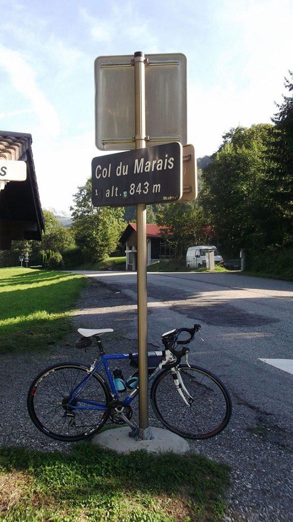 Le panneau du Col du Marais indique 843 m mais son point géographique est un poil plus bas à 833 m.